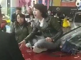 女研究生坐奔驰上哭,昌乐互联网营销培训的商机你看到了吗?